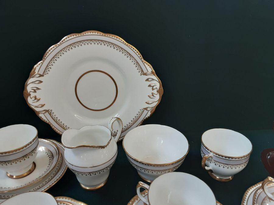 Salisbury bone china 6 piece lilac gilt teaset comprising 22 pieces. - Image 3 of 5