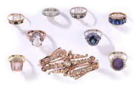 Acht Ringe und Armreif