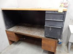 LOT (2) DESKS