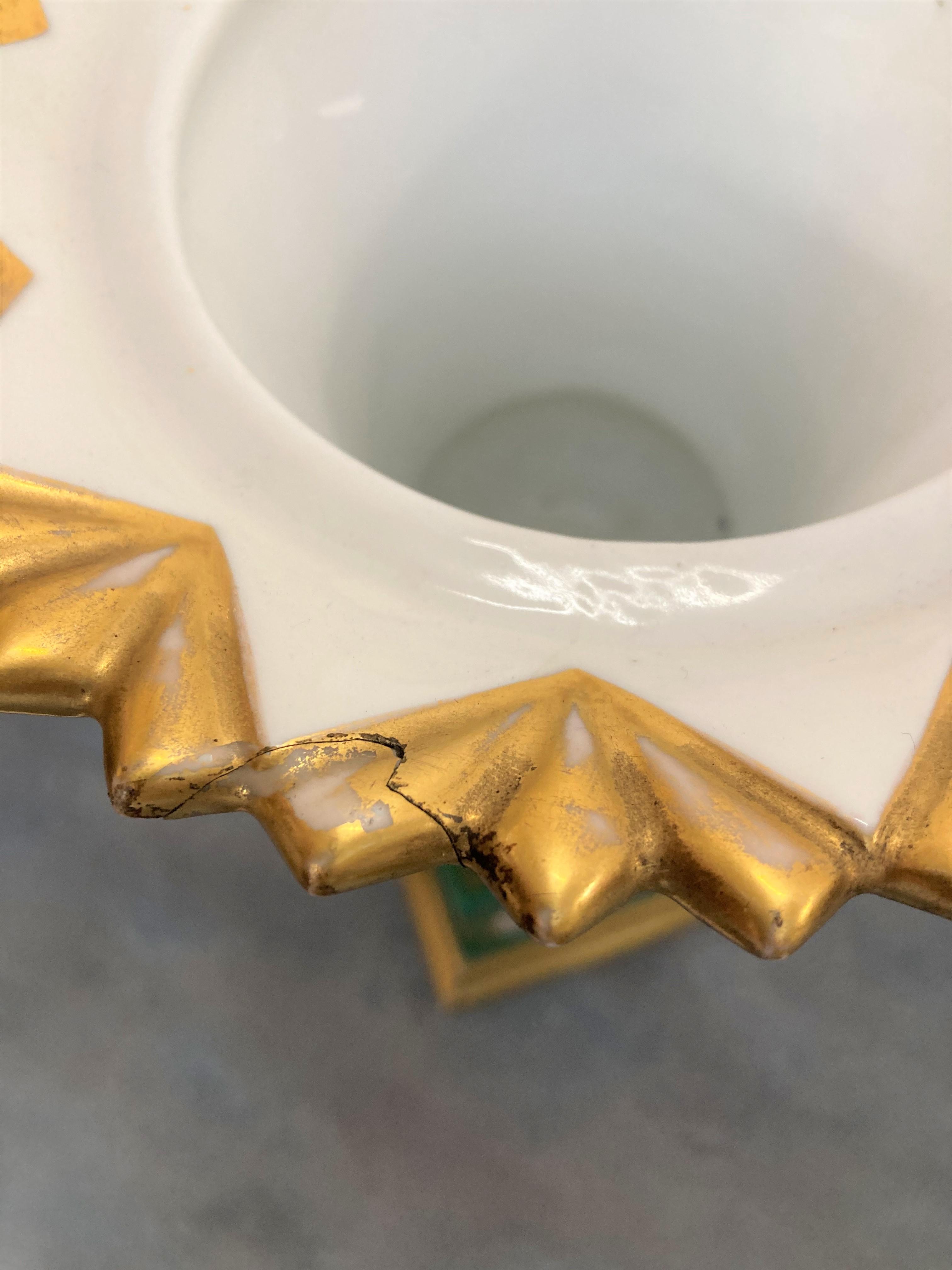 Paire de VASES en porcelaine polychrome et or ornés de motifs de fleurs et de deux portraits dans - Image 3 of 3