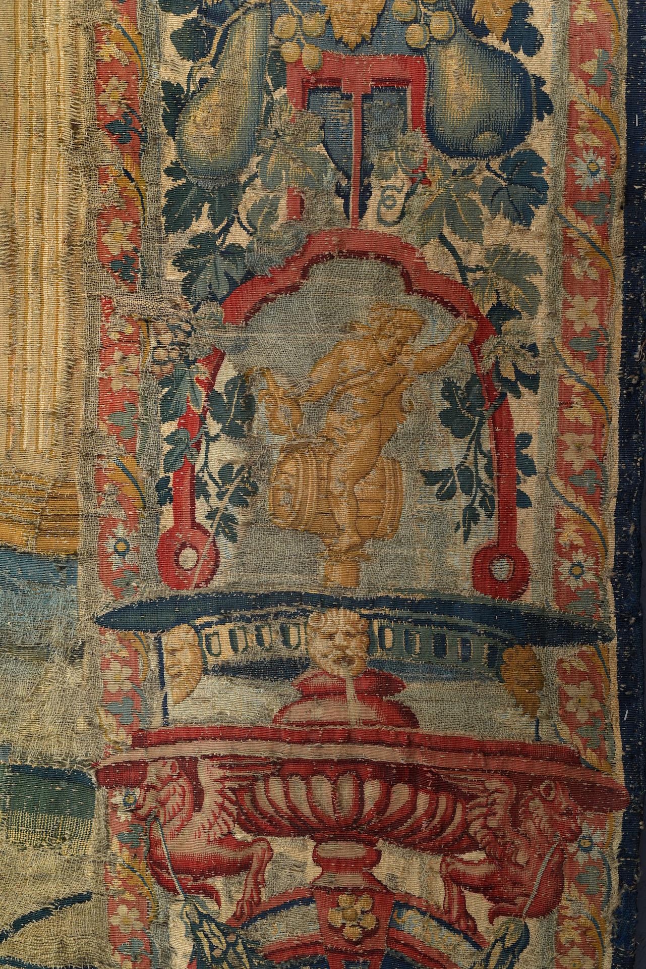 TAPISSERIE en laine et soie faisant partie d'une tenture de l'Histoire de Moïse. Au centre, Moïse, à - Image 3 of 4