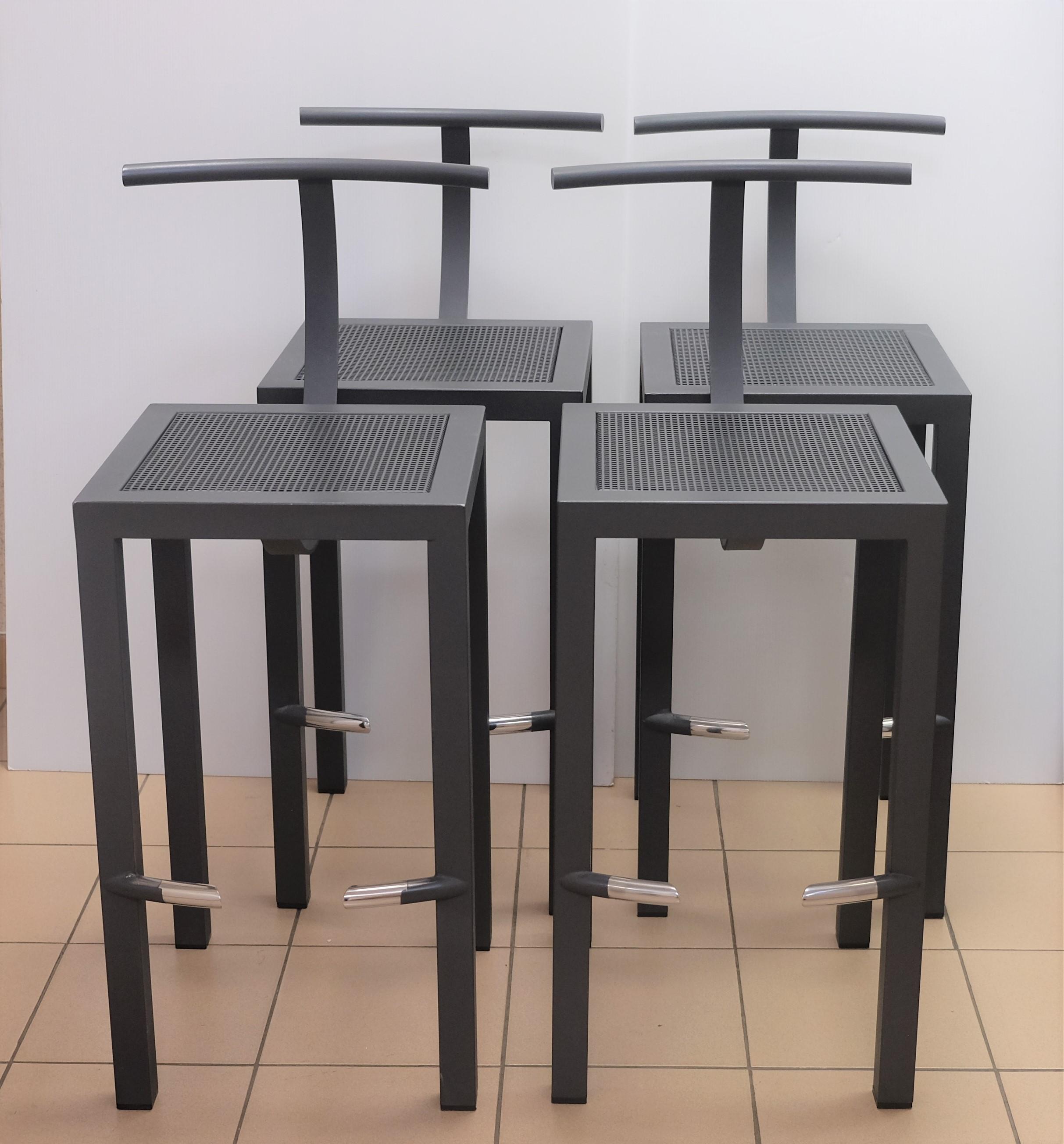 Suite de quatre CHAISES de bar en métal laqué gris. Création de Philippe STARCK (né en 1949).