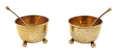 Pair of Victorian 9ct gold presentation salts with spoons by Thomas Bradbury & Sons, Birmingham 1897