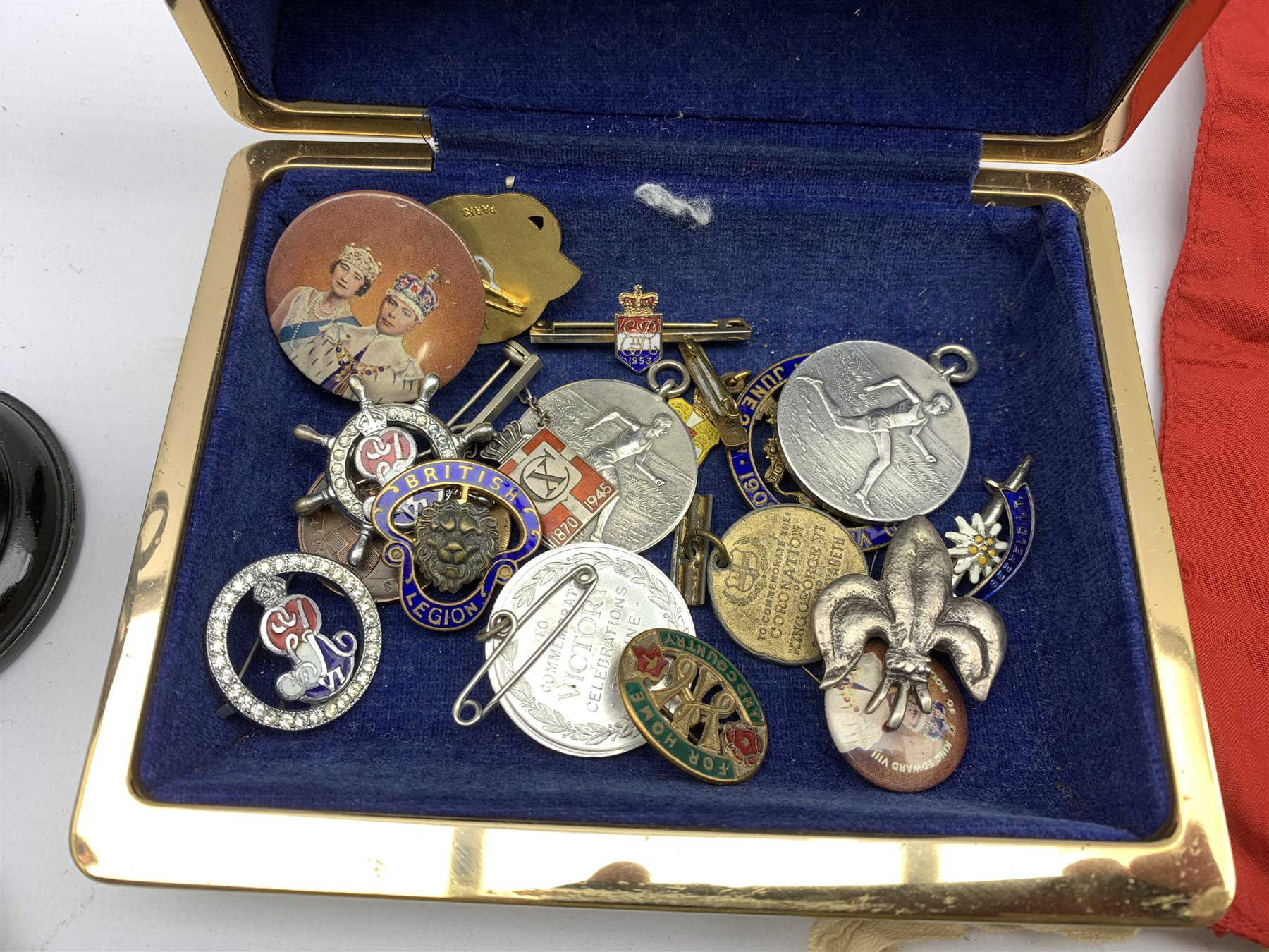 Part set of six gilt metal buttons by Firmin & Sons with lion and shell crest, boxed, collection of - Image 4 of 9