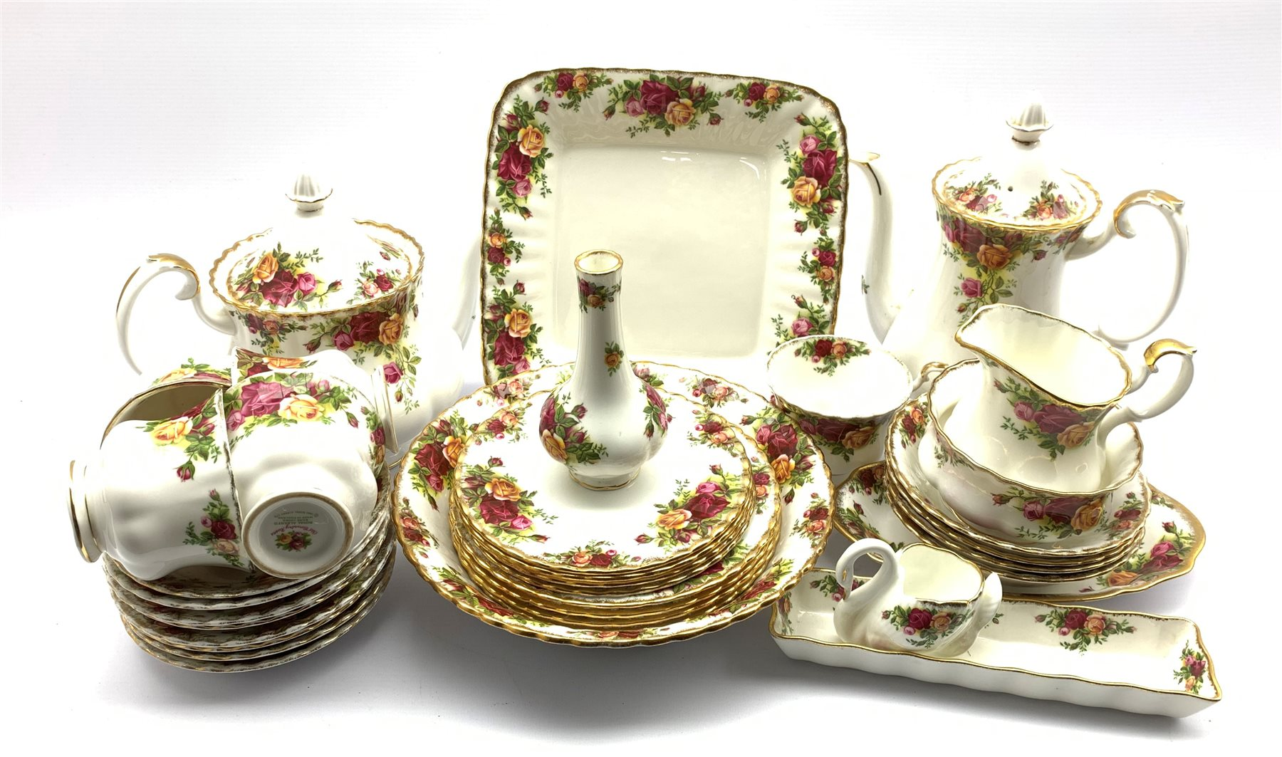 Quantity of Royal Albert 'Old Country Roses' pattern tableware including five cups, eight saucers, f