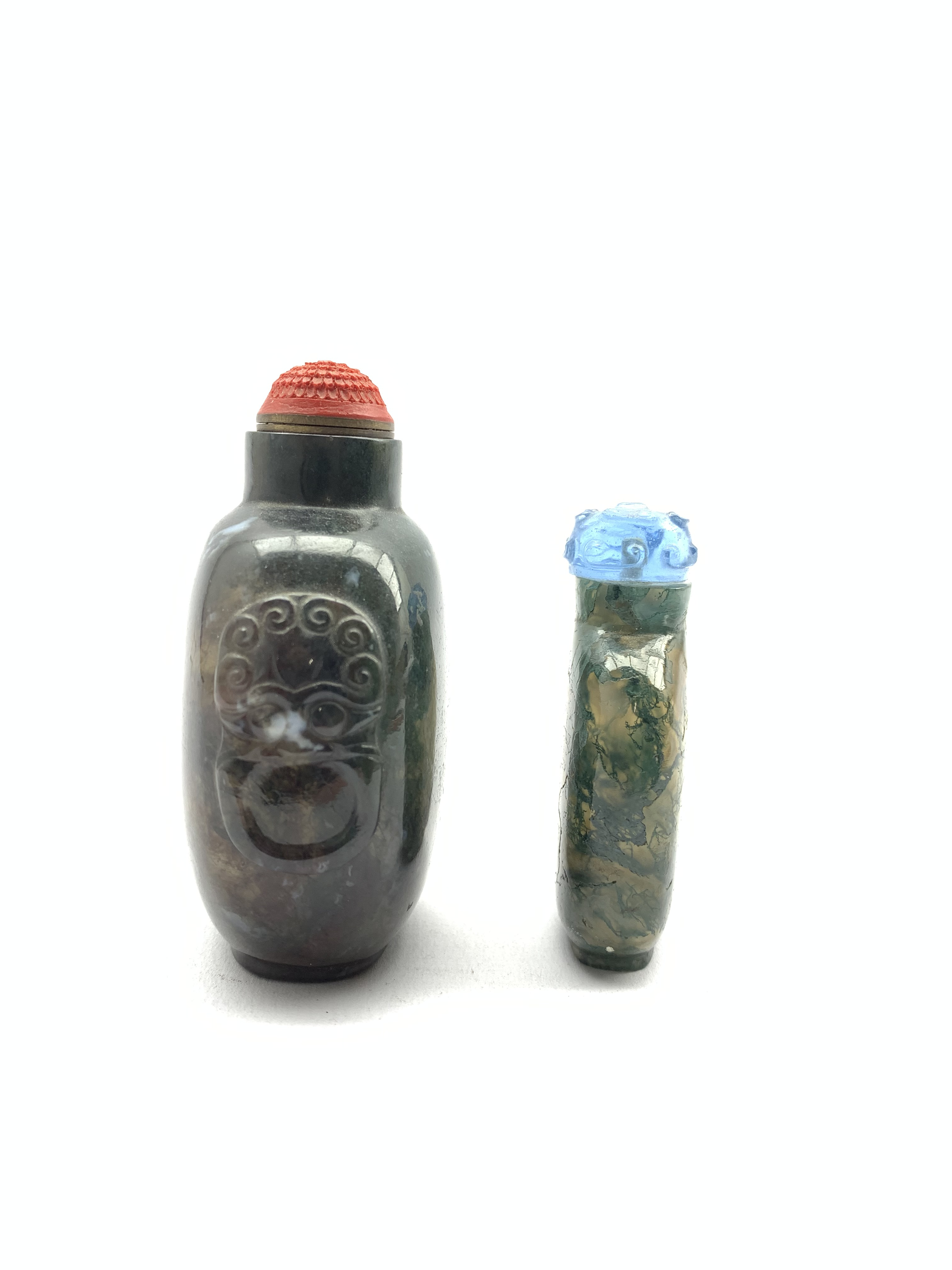 Chinese moss agate style snuff bottle with ring handles and cinnabar stopper, H8cm together with a s - Image 5 of 7
