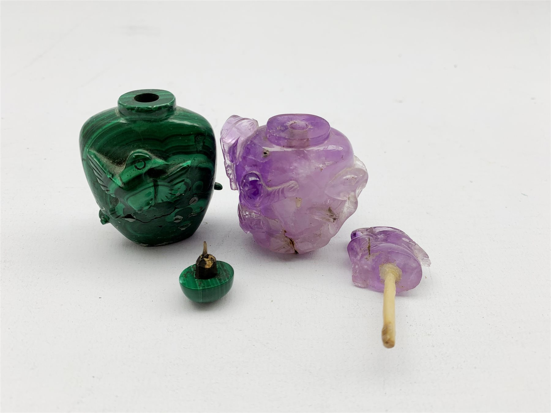 Chinese amethyst snuff bottle, carved in high relief with children playing, H7cm together with a Mal - Image 3 of 5