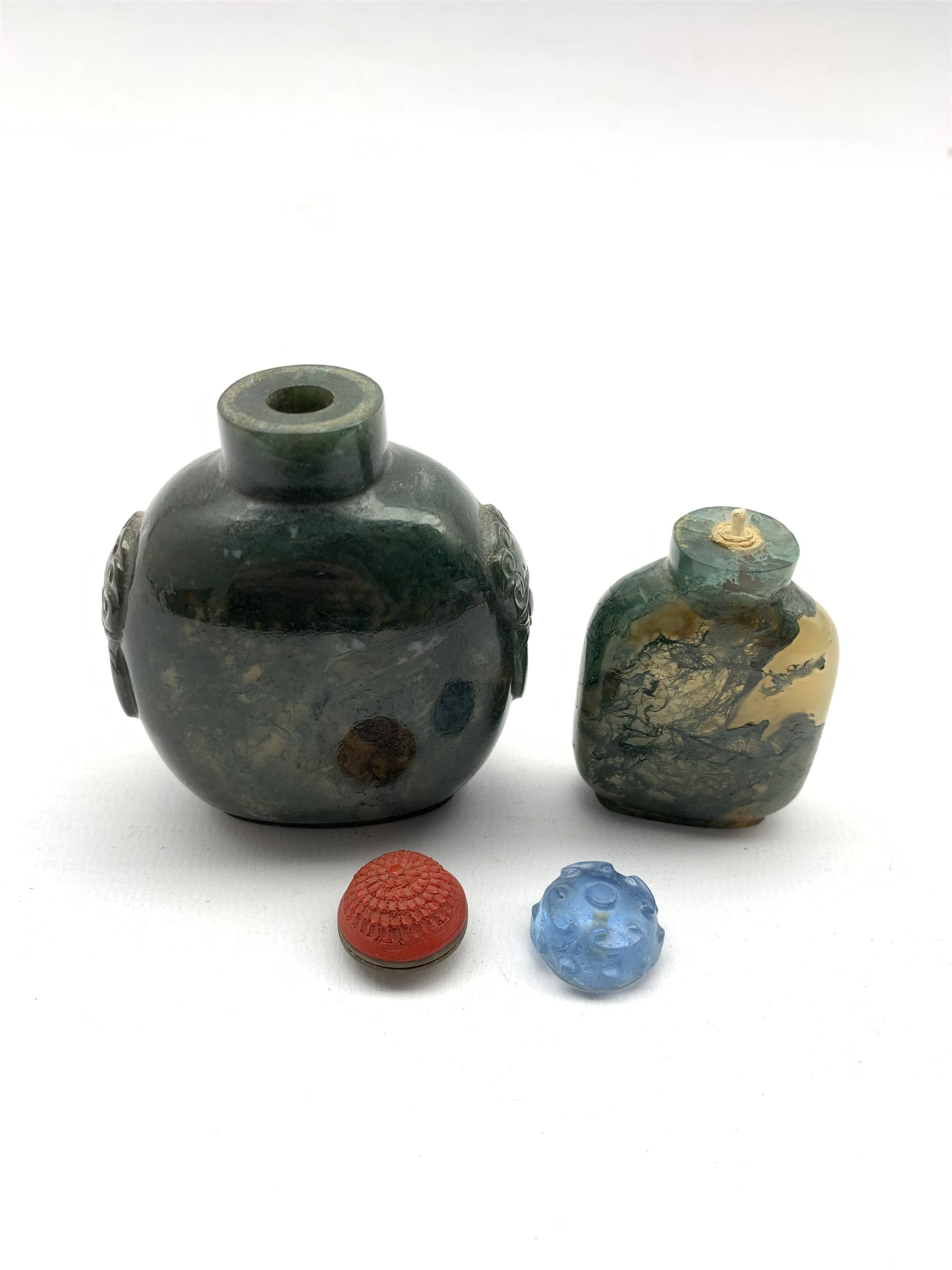 Chinese moss agate style snuff bottle with ring handles and cinnabar stopper, H8cm together with a s - Image 4 of 7