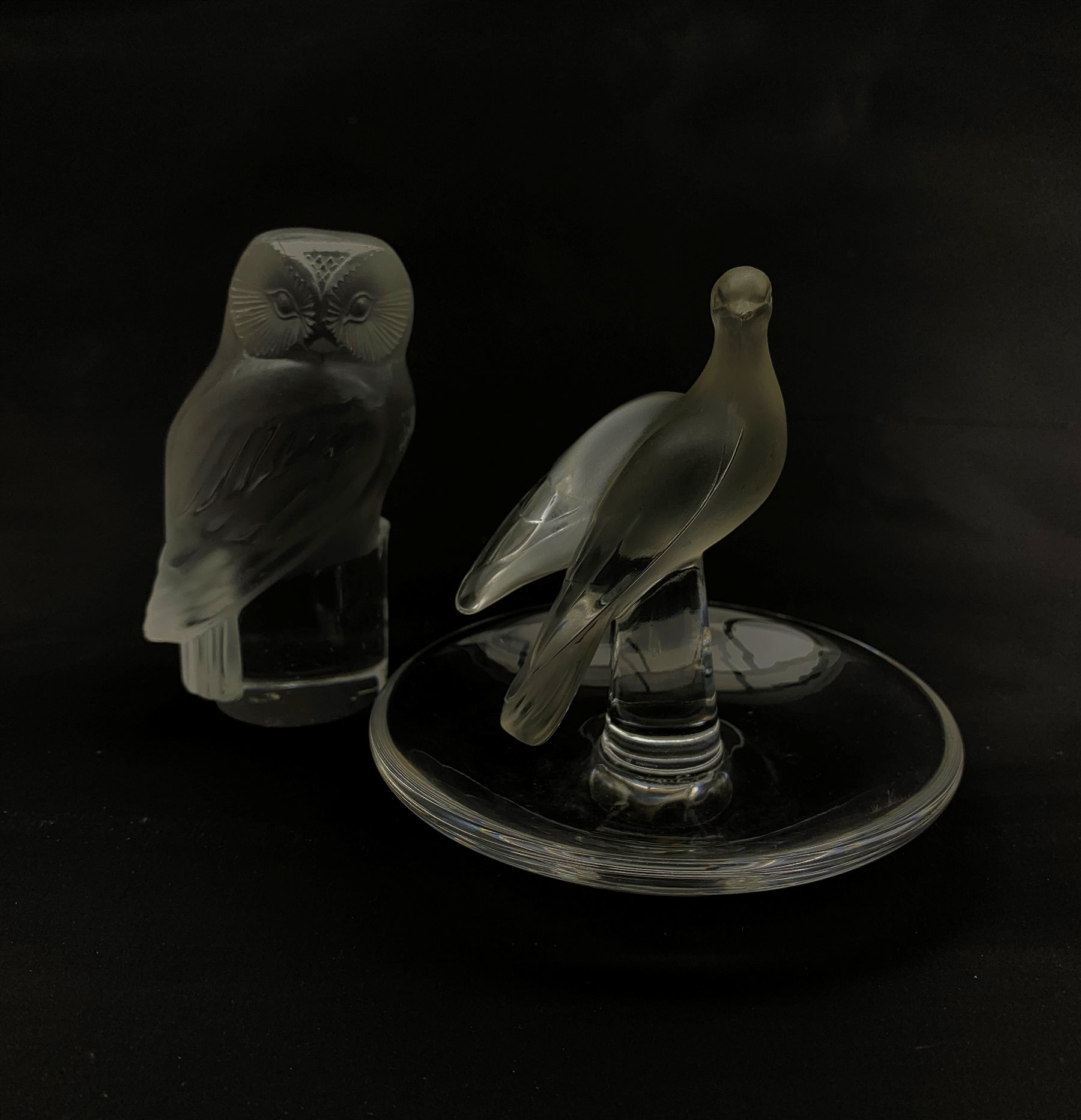 Lalique frosted glass paperweight modelled as an Owl, together with a Lalique glass pin dish, surmou