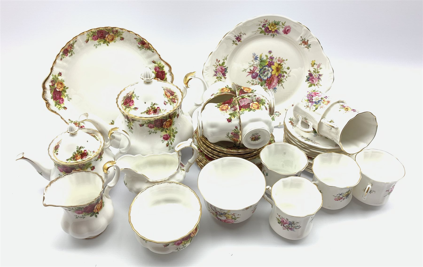 Hammersley Howard Sprays pattern tea set twenty one pieces and Royal Albert Old Country Roses patter
