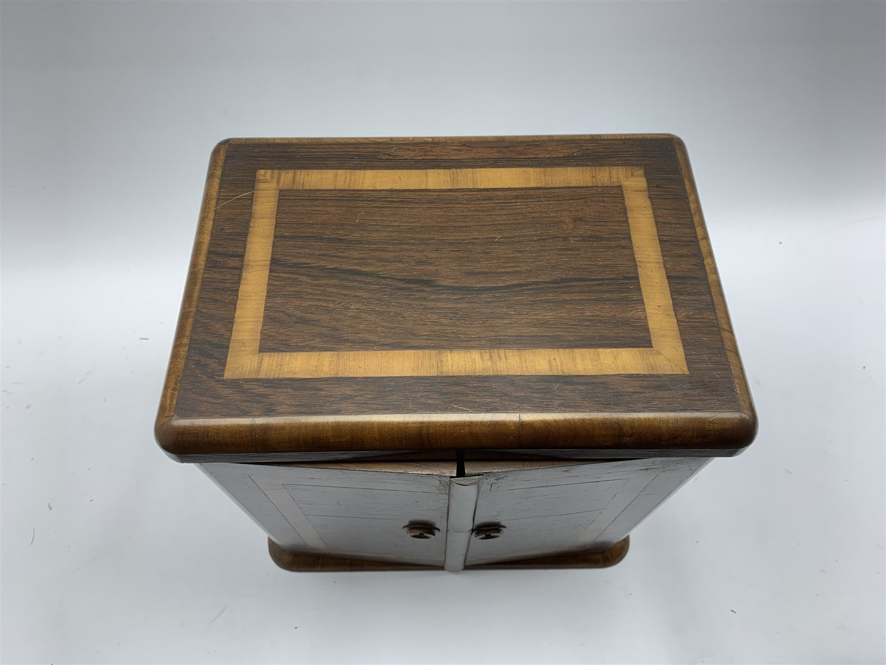 Late Victorian crossbanded rosewood table top cabinet fitted with three small drawers and enclosed - Image 3 of 5