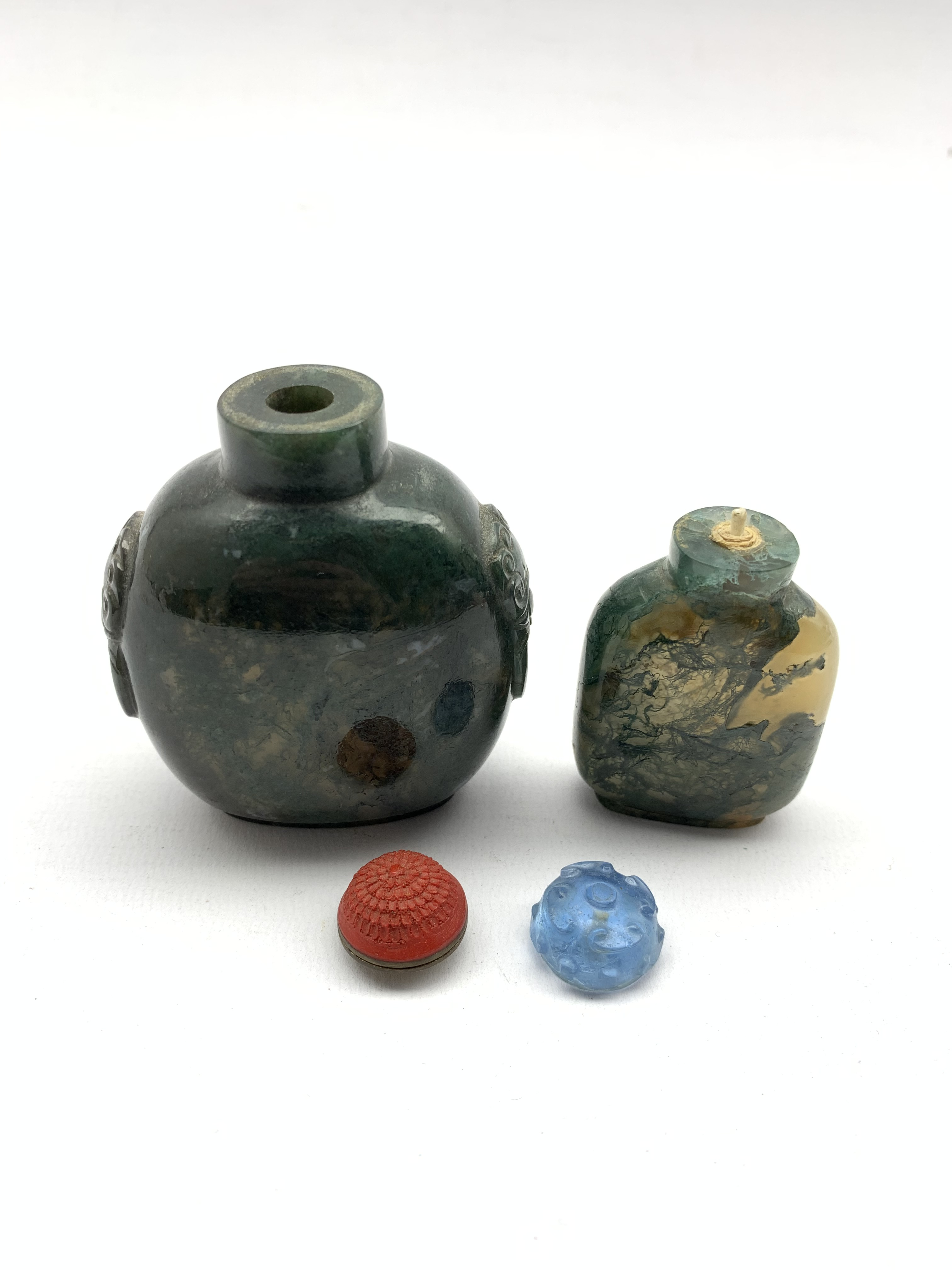 Chinese moss agate style snuff bottle with ring handles and cinnabar stopper, H8cm together with a s - Image 7 of 7