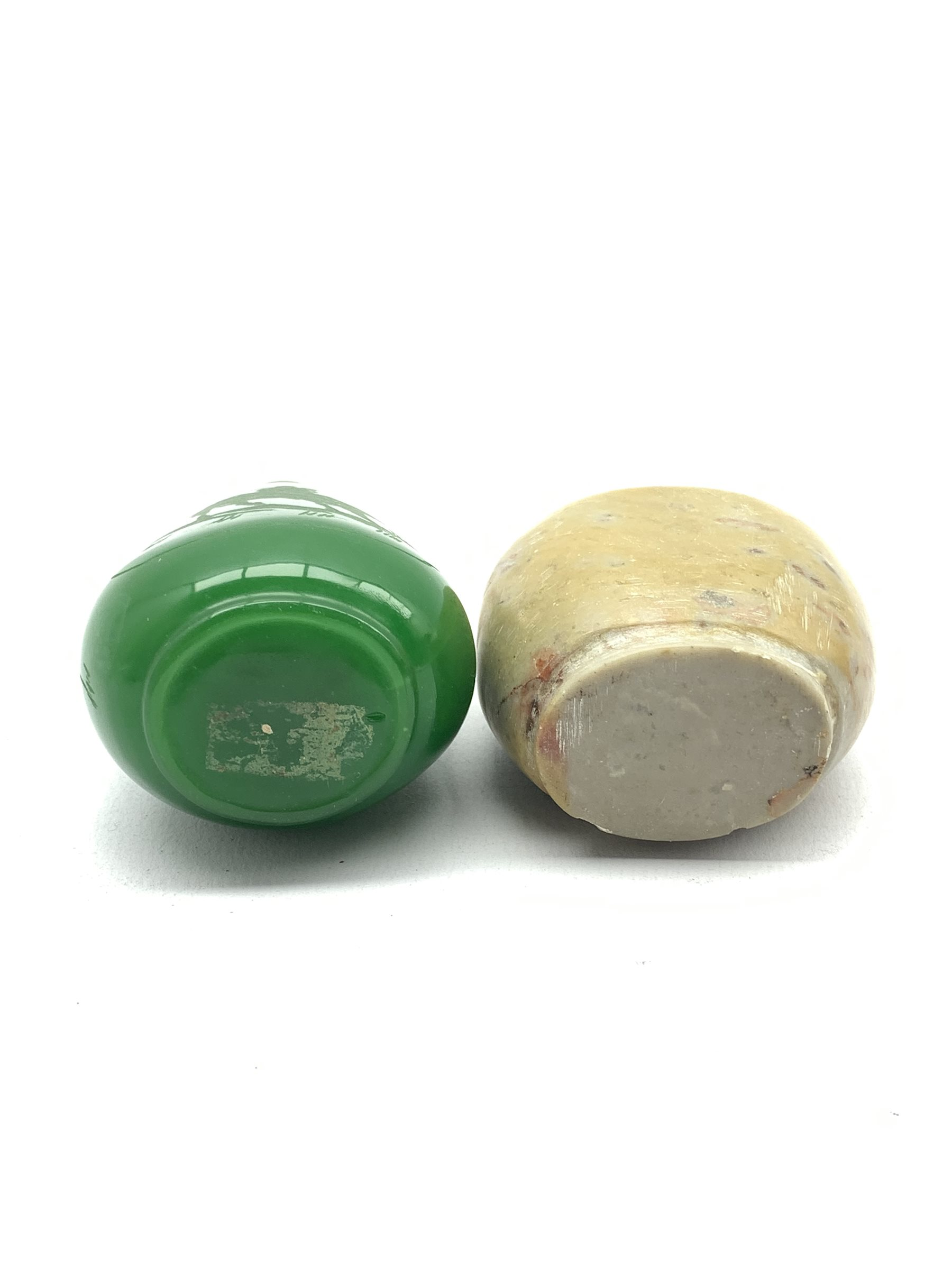 Chinese green hardstone snuff bottle - Image 2 of 3