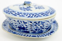 small 18th Cent. Chinese tureen with its lid and dish in porcelain with a blue-white flower decor