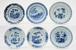 six 18th Cent. Chinese plates in porcelain with blue-white decor Lot van zes 18°eeuwse Chinese