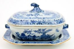 small 18th Cent. Chinese tureen with its lid and dish in porcelain with a blue-white garden decor