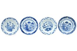 two pairs of 18th Cent. Chinese plates in porcelain with blue-white garden decor Lot (4) van twee