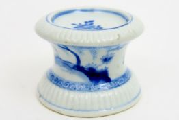 18th Cent. Chinese salt cellar in porcelain with blue-white decor with figures in a landscape
