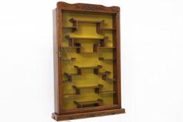 Chinese netsuke display cabinet Chinees netsuké-kastje in hout met een vitrinedeur - 84 x 55 x 12,5