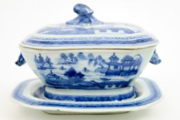 small 18th Cent. Chinese tureen with its lid and dish in porcelain with a blue-white landscape decor