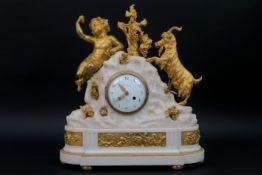 COUSIN à PARIS antieke Franse Lodewijk XVI - klok met kast in Carrara-marmer en gedoreerde brons,