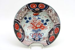 Vroeg achttiende eeuwse Japanse Arita-scheerschaal in porselein met een Imari-decor - diameter :