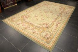 Mooi en goedbewaard Aubusson-tapijt met een typische Napoleon III-, doorlopende bloementekening in