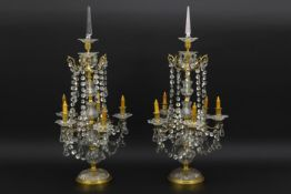 """Paar vrij grote antieke zgn """"girandolles"""" in gedoreerde brons en kleurloos geslepen kristal - hoogte"""
