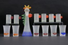 BOROWSKI STANISLAW (° 1944) set van een karaf en 12 glazen in glas met kleurrijke ornamentiek||set