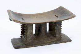Antiek Afrikaans taboeretje in mooi gepatineerd hout - hoogte en breedte : 26 en 50 cm ||antique