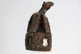 AFRIKA - NIGERIA hoofddeksel van een 'Yorouba - Oba' bekleed met kaurischelpen - hoogte : 47,5 cm