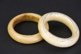 AFRIKA - KONGO twee oude armbanden in ivoor ||pair of old African bracelets in ivory