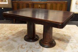 Art Deco-table in Rio palissander ||Art Deco-tafel in Rio-palissander met een rechthoekig blad ruste