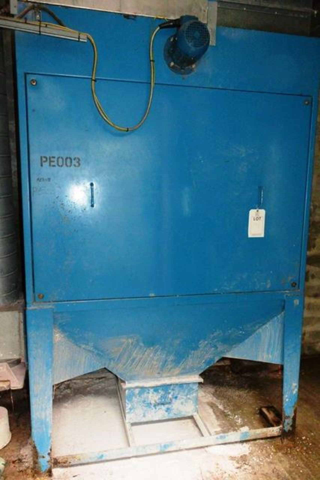 Steel frame extraction unit, approx total dimension 2500mm x 1650 x 1070mm (Please note: Excludes