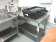 Stainless steel preparation table with undershelf, splash back, 1.4m x 650, cut out to one corner