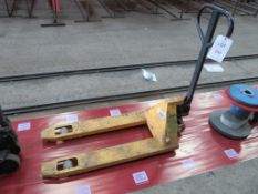 Two ton capacity pallet truck