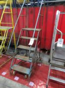 Mobile access stairs with 5 treads