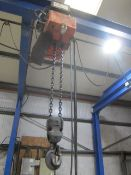 Yale 2000kg electric chain hoist, with power transverse. NB: This item has no record of Thorough