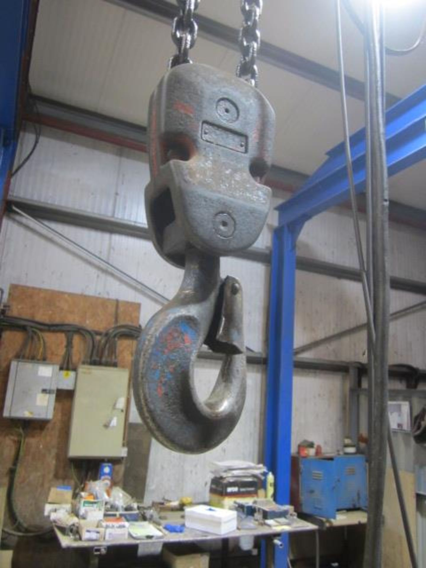Yale 2000kg electric chain hoist, with power transverse. NB: This item has no record of Thorough - Image 3 of 4
