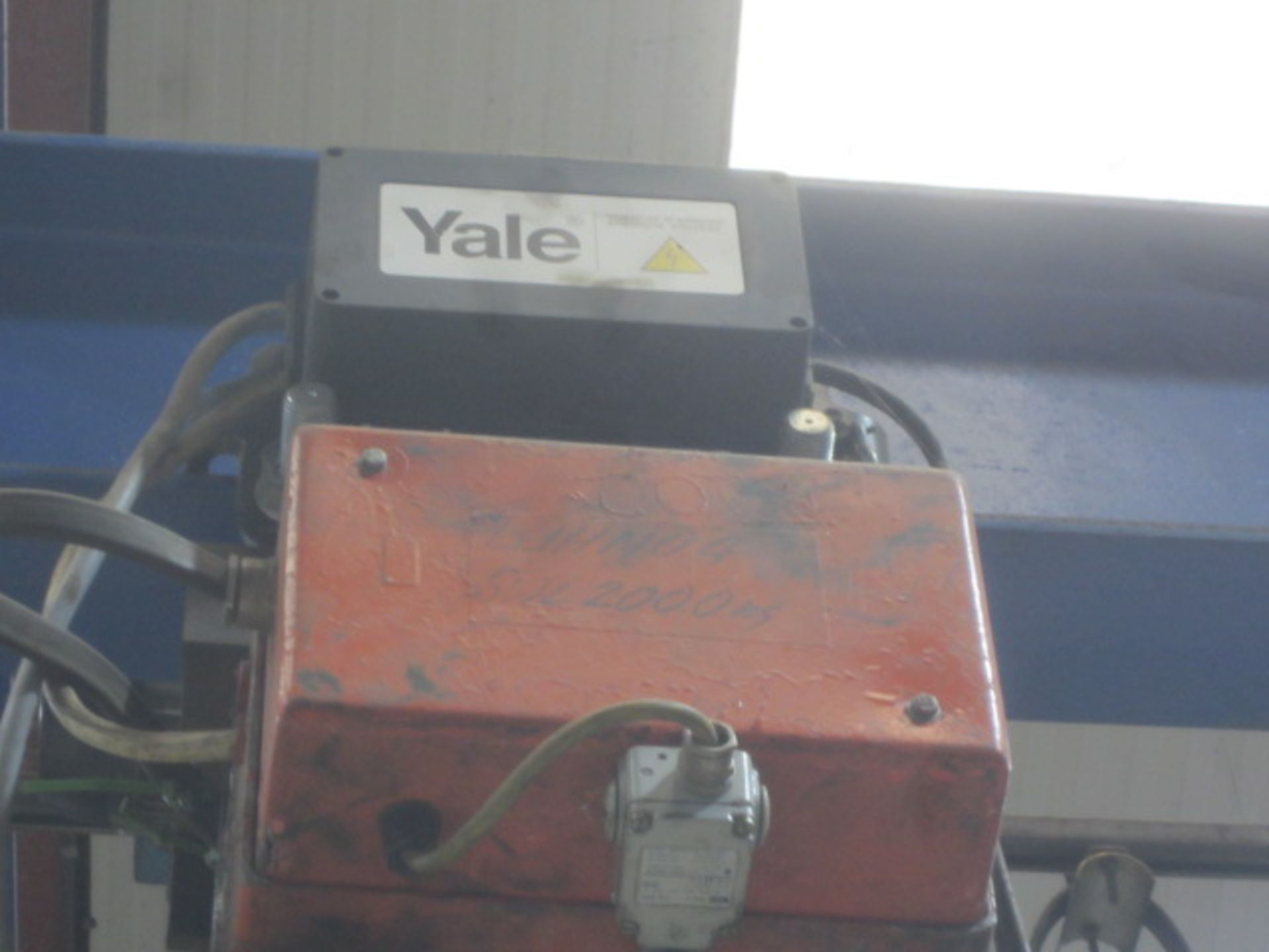 Yale 2000kg electric chain hoist, with power transverse. NB: This item has no record of Thorough - Image 4 of 4