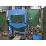 Unbadged hydraulic garage type vertical press, 900mm between frame, with hydraulic power pack. A