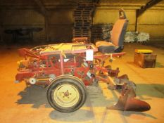3 point tractor linkage mounted POT driven adapted ride on mini tuber planter with manual feed