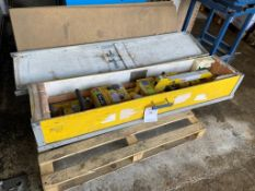 Woods Power-Grip glass lifter. 320kg capacity, in travelling crate s/n 3966WA. Please note: This lot