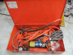 Cembre PO600-WZ-KV hydraulic foot pump c/w case * This lot is located at Unit 15, Horizon Business