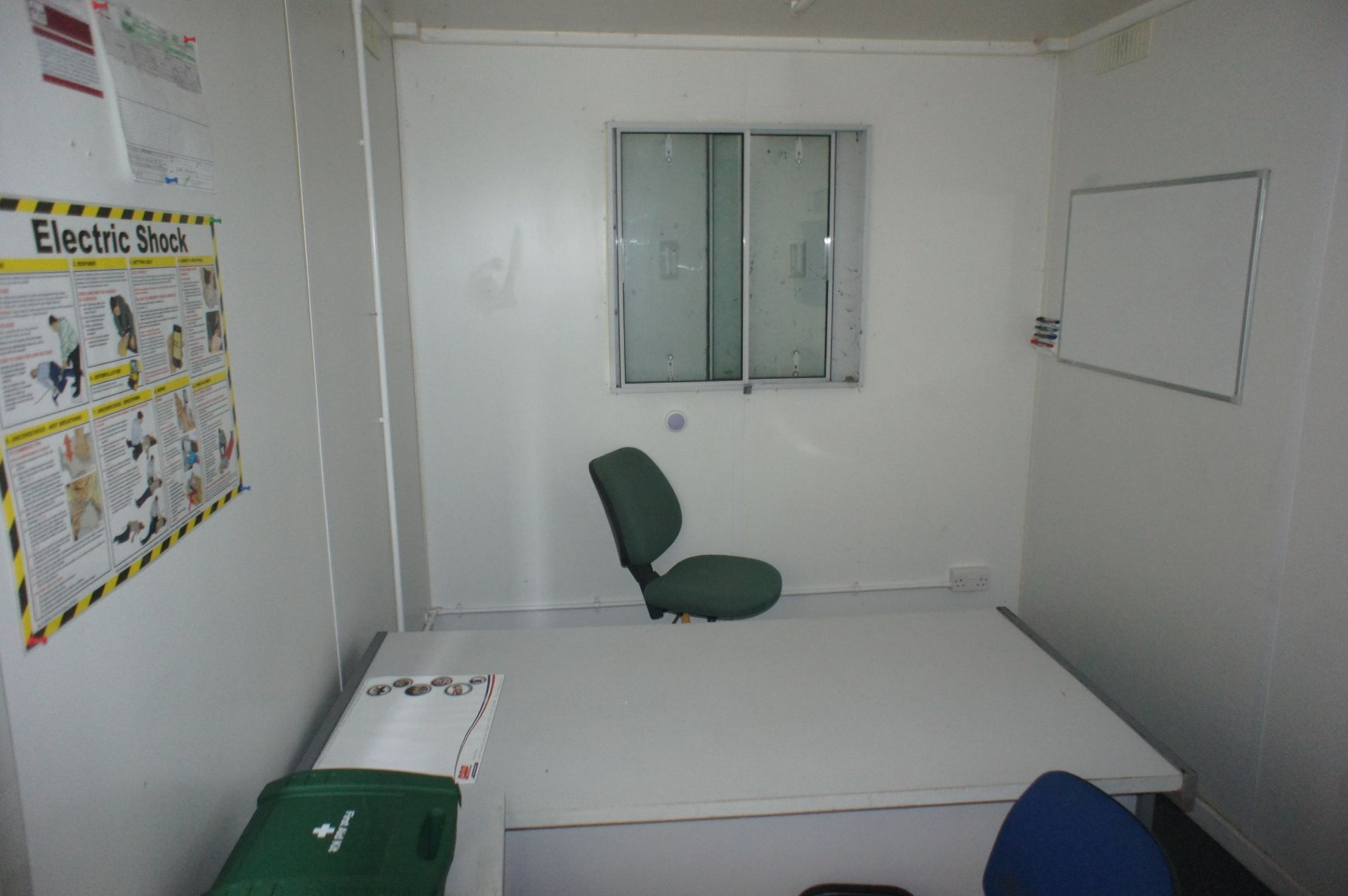 Containerised site office 20ft x 8ft, comprising o - Image 4 of 8