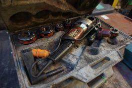 Rigid 690 Handheld Powered Pipe Threader 110v