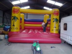 BEETEE Bouncy castle, approx. 7.2m x 5.2m x 3.5m,