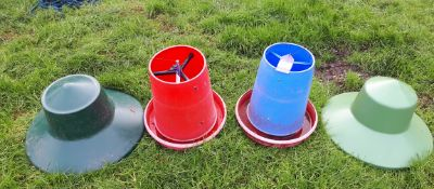 200 Various game & poultry 'Top Hat' feeders