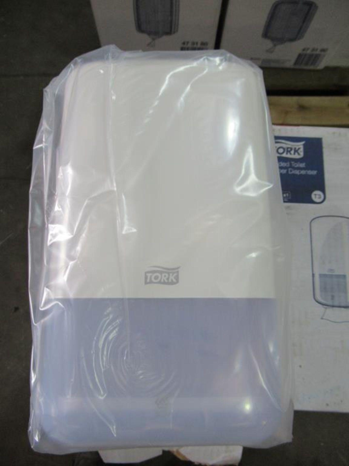 19 x Tork T3 New Folded Toilet Tissue Dispensers - Image 2 of 5