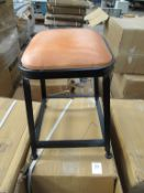 x3 Ind UPH Low Stools